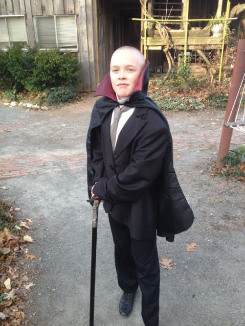 Willow on way to dress up murder mystery party for Jonah