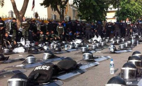 Thai police yield to protesters - Circa Dec 6, 2013