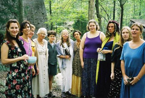 An intergenerational collection of Oaker singers