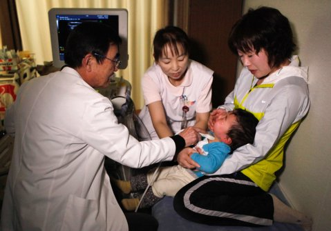 2013 kid examination near Fukushima - photo credit NPR
